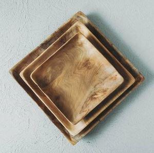 Čtvercový dřevěný talíř ARTURE Tika z kořene týku 20 x 20 x 1,5 cm