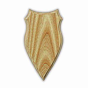 Frézovaná podložka v přírodním odstínu pod velkou srnčí trofej